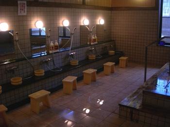20100717-06女川温泉ゆぽっぽ檜風呂洗い場.JPG