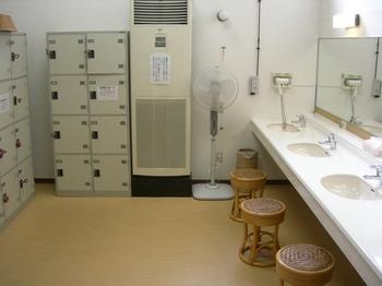 20100717-08女川温泉ゆぽっぽ檜風呂の脱衣所.JPG
