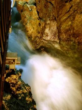 20100719龍泉洞(09)玉響の滝.JPG