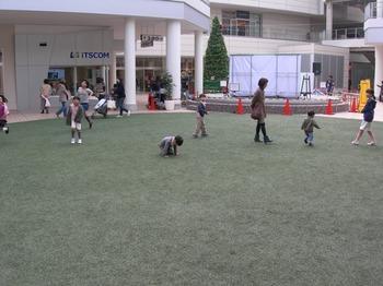 20101107たまプラーザ(11)芝生の広場.JPG