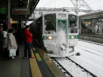 20101225(08)郡山駅1番線会津若松行快速.JPG