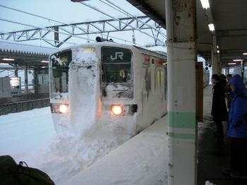 20101225(10)会津若松駅3235M到着.JPG