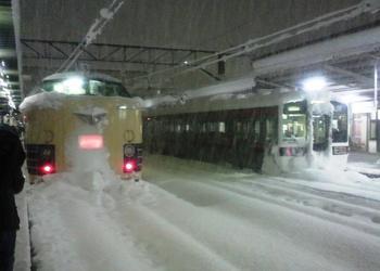 20101225(12)会津若松に583系到着.jpg