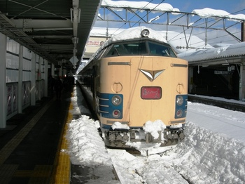 20101226(05)出発前の583系臨時2.JPG
