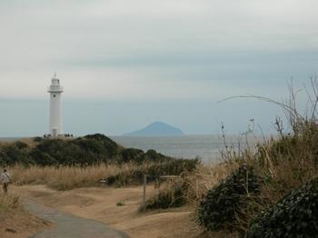 20110131伊豆(23)爪木崎灯台と神津島.JPG