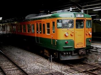 20110212小野上温泉(01)高崎駅の115系.JPG