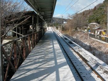 20110213小野上温泉(13)ホームの雪.jpg