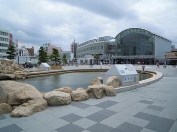 20110805高松(34)海水池と高松駅.jpg