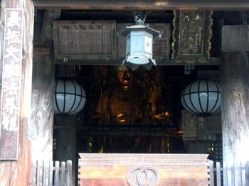 20110811(10)拝殿とご本尊.jpg
