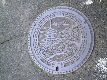 20120512(03)マンホールのふた1.jpg