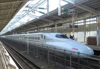 20130315(01)新大阪駅のさくら号.jpg