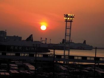 20130323(03)大阪港の夕陽.jpg