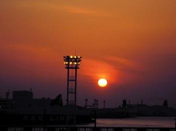 20130323(04)大阪港の夕陽.jpg