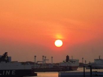20130323(05)大阪港の夕陽.jpg