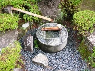 ちんたら道中記2(115)-4瑠璃光寺14知足の手水鉢.JPG