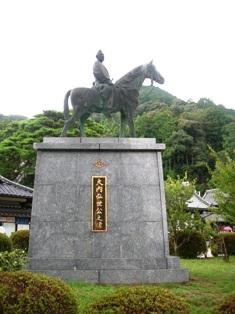 ちんたら道中記2(115)-8瑠璃光寺18大内弘世公の像.JPG