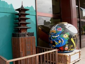 ちんたら道中記2(116)山口駅前大内人形と五重塔.JPG