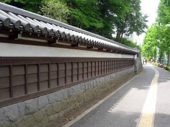 小石川後楽園北側の築地塀.jpg