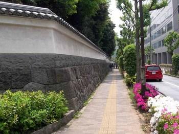 小石川後楽園西側の築地塀.jpg