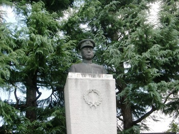 山本元帥記念公園胸像.JPG