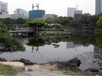浜離宮恩賜庭園08潮入の池と小の字島.jpg