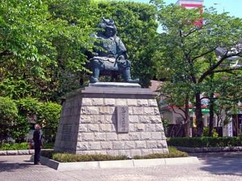 甲府駅前武田信玄公像.jpg