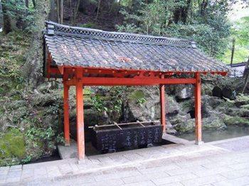 石山寺23手水舎.JPG