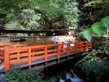 貴船神社01鞍馬寺西門前の橋.JPG