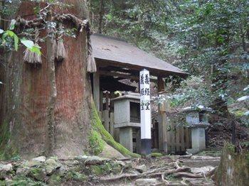 鞍馬寺奥の院16義経堂.JPG