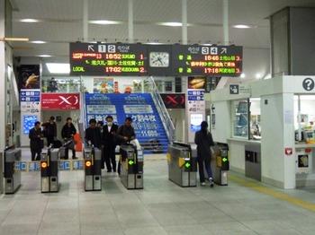 高知出張(10)高知駅改札口.JPG